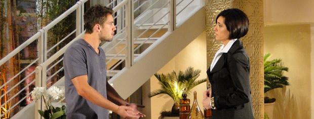 Jorgito conta para Rebeca que desconfia que Edgar tenha um caso com Marcela