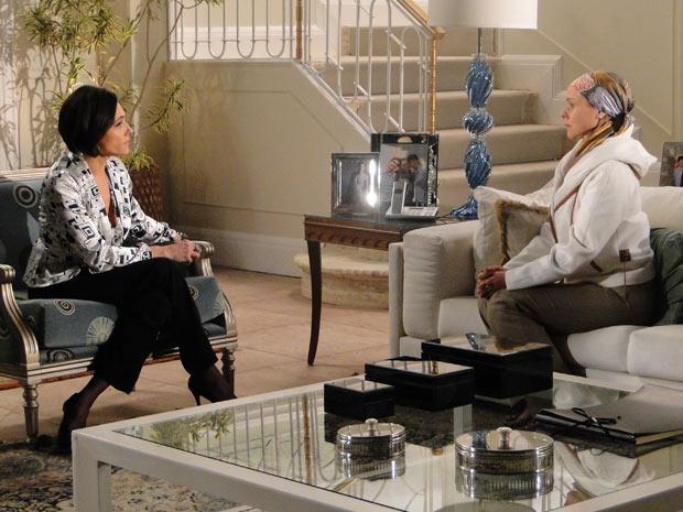 Rebeca é direta com Bruna e pergunta se Edgar tem um caso com Marcela