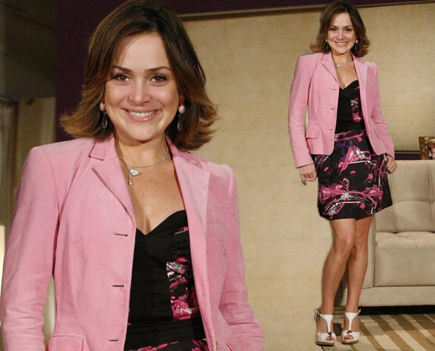 Jéssica adora blazers, seja por cima de vestidos ou de batas. O rosa também é característico em seu look