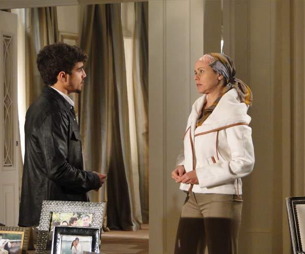 Bruna sugere para Edgar se mudar para um flat