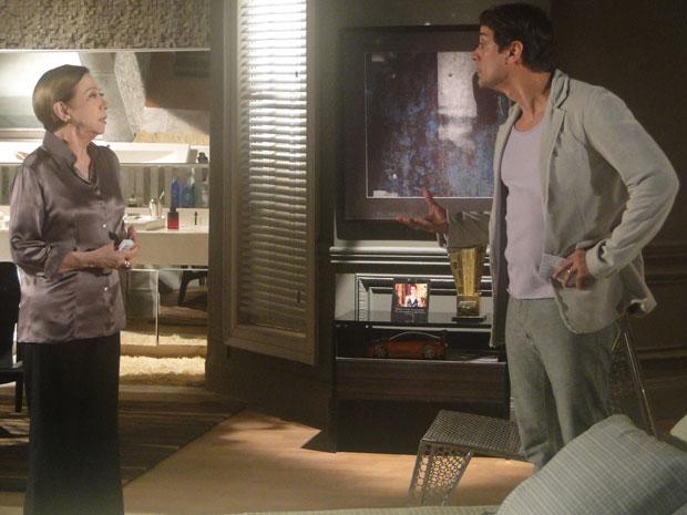 Gerson grita com Bete e expulsa a mãe de seu quarto