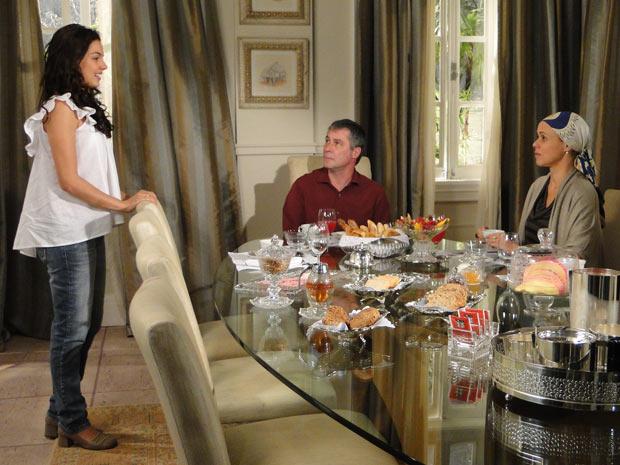 Antes de ir embora, Marcela diz a Bruna e Gustavo que gosta muito dos dois e agradece por tudo