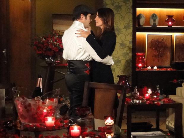 Valentim revela na entrevista que seu hobbie é a dança e puxa Suzana para um tango