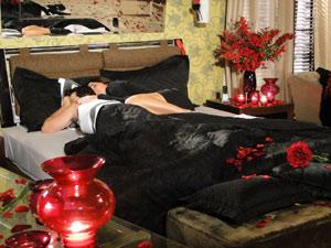 Suzana dorme ao lado de Ari