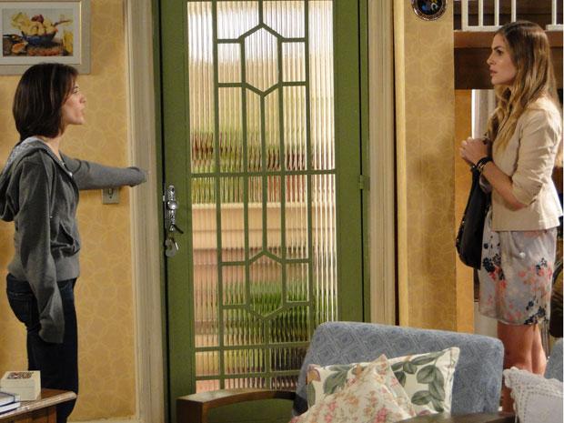 Fátima expulsa Mônica de sua casa