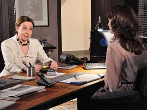 Bete defende Laura e deixa a assessora aliviada