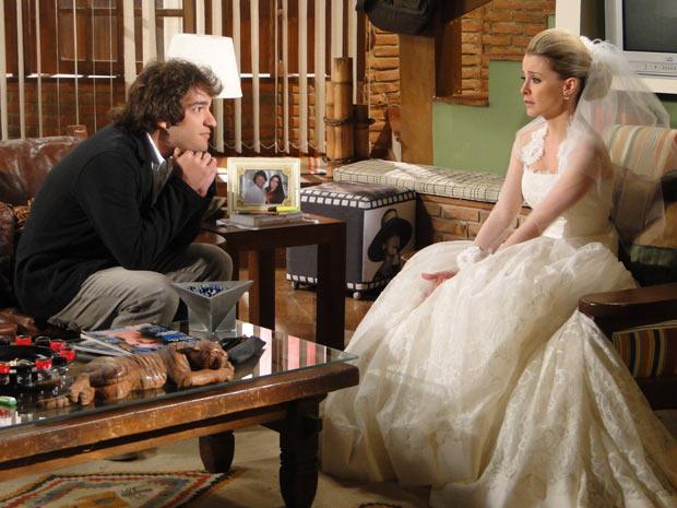 Camila vai para a casa de Luti e ele tenta acalmá-la