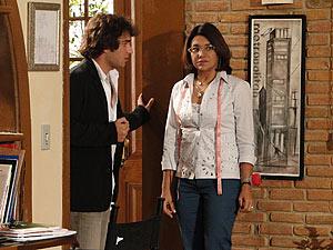 Marta vai até à casa de Ari ver o que está acontecendo
