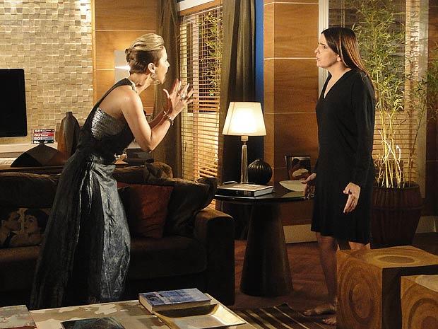 Ela lembra que Camila fugiu com Luti e vai à casa de Suzana pedir o endereço dele