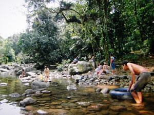 Meninos do padre Emílio: integração com a natureza.