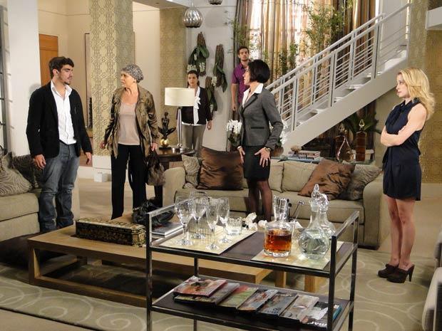 Bruna fica chocada e descobre que Edgar tinha um caso com Luisa