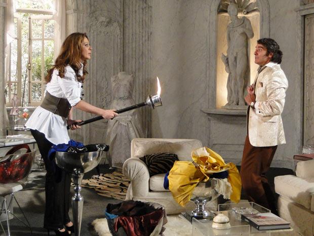 Jacques tenta impedir Jaqueline de queimar suas criações