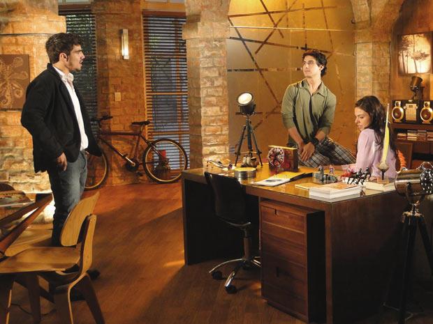 Marcela e Julinho revelam a Edgar tudo o que Luisa já fez de ruim