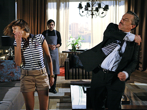 Saulo dá uma bofetada na filha