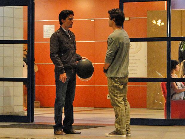 Julinho pede para ter uma conversa com Dr. Eduardo