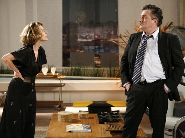 Cansada das atitudes do marido, Stela pede o divórcio