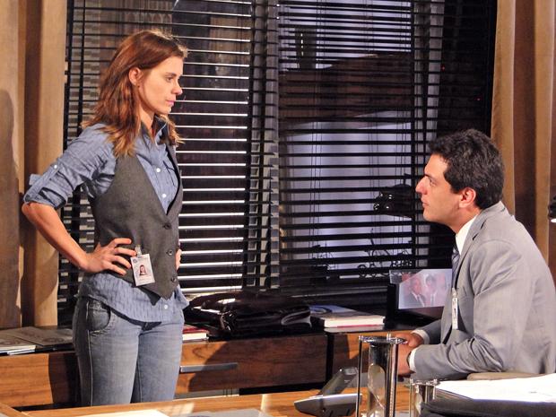 Diana e Mauro concluem que Melina é quem está por trás dos erros da assessoria de imprensa