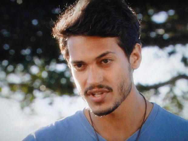 Fred acha que casamento de Manuela com Vitor vai ser um erro