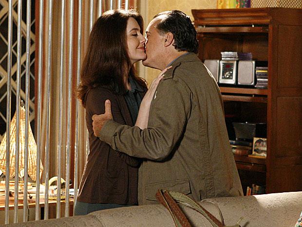 Kelly interrompe namoro de Totó e Felícia
