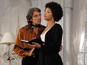 Jacques dá em cima de Clotilde no escritório do ateliê
