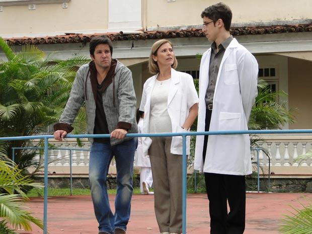 Valdete e Dr. Queiroz falam que é preciso ter paciência com Cecília
