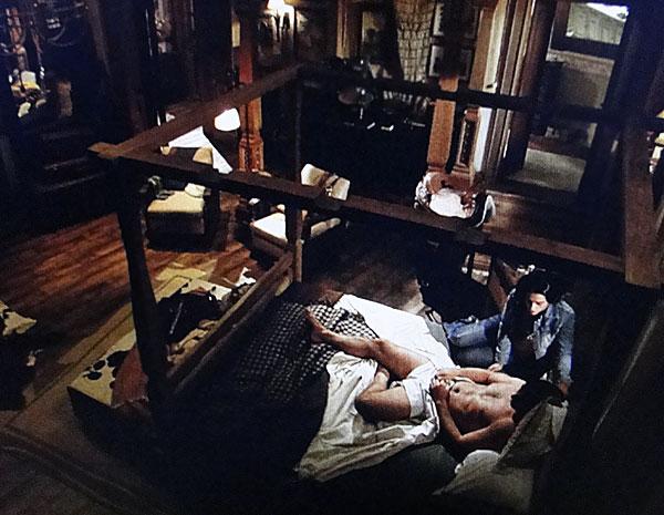 Estela invade quarto de Solano