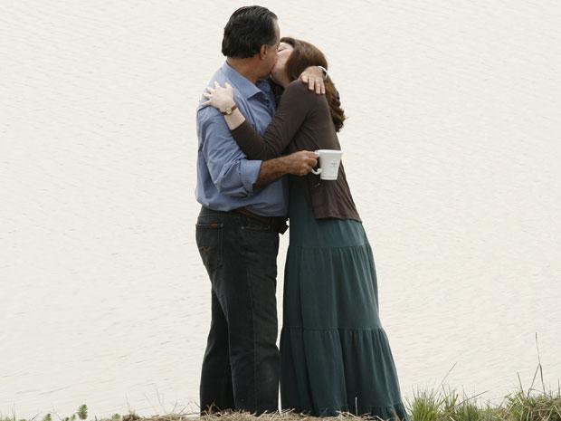 Totó e Felícia se declaram e se beijam