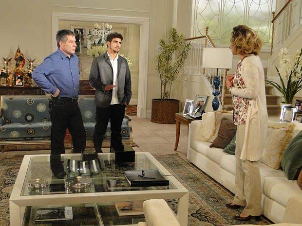 Edgar ameaça ir embora de casa com Marcela e Paulinho