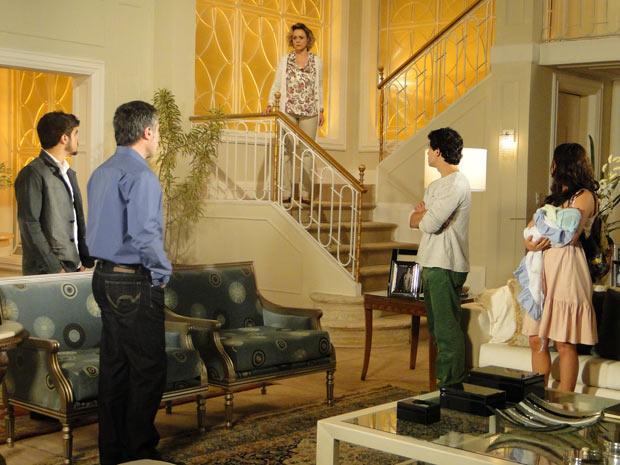 Edgar e Marcela decidem sair de casa