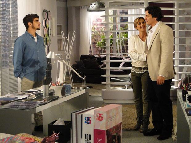 Luisa apresenta Alex a Edgar, que fica enciumado