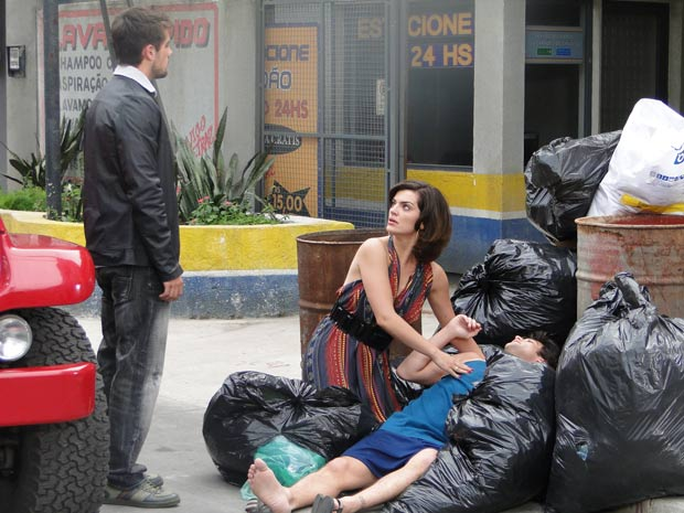 Desirée pede ajuda de Jorgito para levar Armadinho para casa