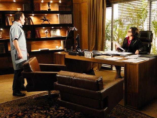 Gino está determinado a se declarar para Rebeca