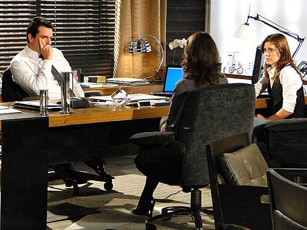 Mauro e Diana interrogam Laura