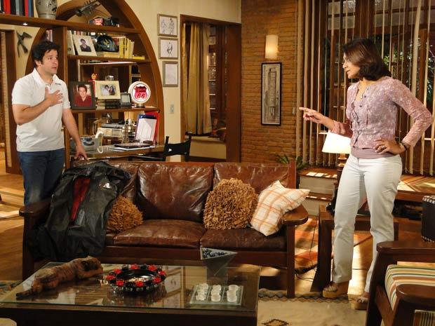 Ele avisa que não tem saída e Marta diz que não vai perdoá-lo se ele usar seu segredo para calar Jacques
