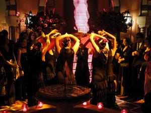 Dançarinas abrem a performance do estilista espanhol