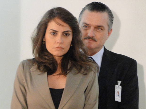 Laura se vê em vídeo ao lado de Saulo pouco tempo antes do assassinato dele