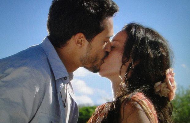 Fred e Janaína enfim se beijam