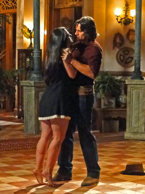 Estela tenta beijar Solano