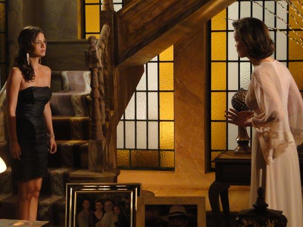 Manuela confessa para a mãe que não consegue mais ficar longe de Solano