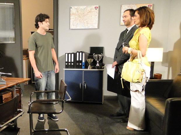 Armandinho fica feliz, mas não gosta de saber que foi Jorgito quem pagou o advogado
