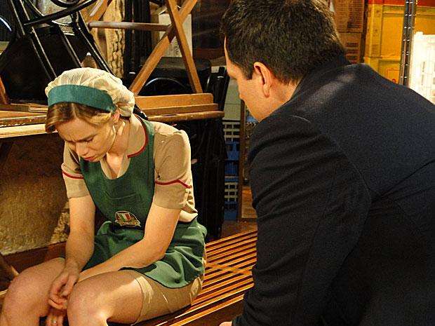 Clara desabafa com Diogo, que registra toda a confisão com um gravador