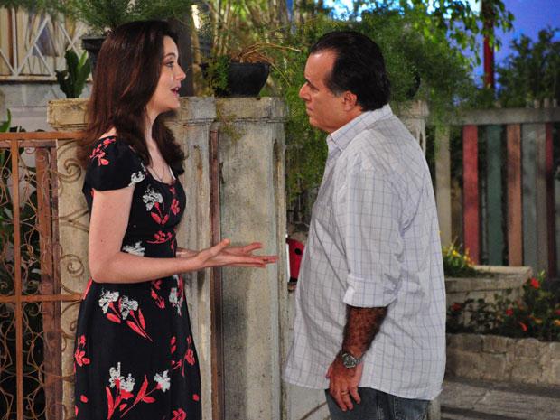 Totó coloca um ponto final no namoro com Felícia e ela insiste para ele não desistir tão fácil