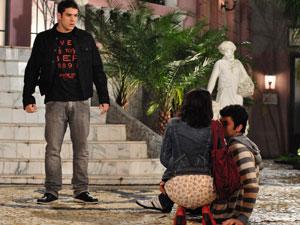 Gabi socorre Fabinho e manda Pedro nunca mais procurá-la