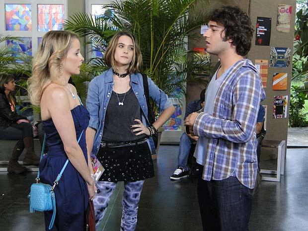 Valquíria se irrita com Luti e Camila de segredinhos