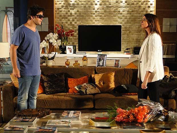 Ari pede perdão para ex e diz estar fazendo de tudo para ver a família reunida novamente