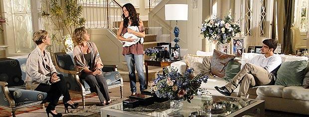 Marcela fica irritada quando LUisa a convida para fazer uma campanha com Paulinho