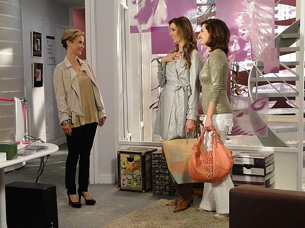 Luisa, Dorinha e Desirée se encontram na agência