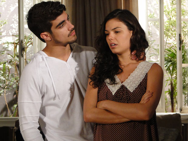 Marcela fica aflita com a visita de Luisa e Edgar tenta acalmá-la