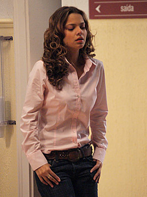 Manuela recebe a notícia sobre o estado de Solano