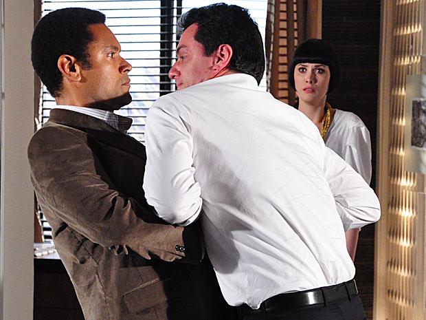 Mauro tenta desarmar Noronha
